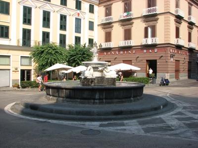 Compie 10 anni il restauro della fontana dei delfini di - Antico bagno vico equense ...