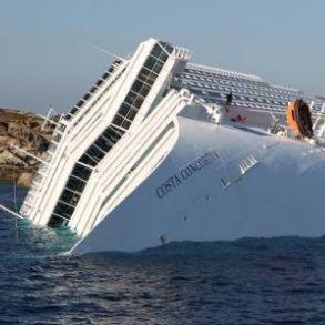 La Concordia sarà smantellata a Genova, fuori gioco i porti della Campania