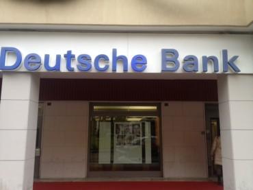 A rapinare la Deutsche Bank sarebbero stati due uomini a volto scoperto ed armati di pistole