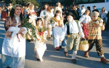 """A Vico Equense torna il tradizionale appuntamento con la sfilata delle """"Pacchianelle"""""""