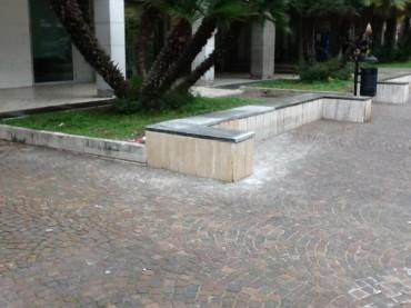 Ultimati i lavori di ristrutturazione della panchina di Piazza Lauro