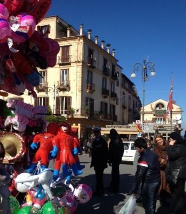 Sant'Antonino con il sole, boom di fedeli in giro per Sorrento