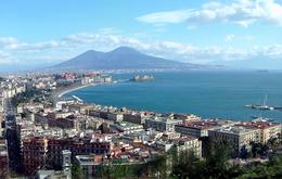 Incidente a Napoli, un bus delle linee Ctp ha investito una donna tranciandole in pieno la gamba