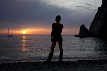 Cercatori d'oro sulle spiagge: è boom dei nuovi mestieri generati dalla crisi
