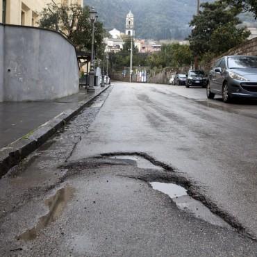 Strade colabrodo, il Comune di Meta sblocca 40mila euro per gli interventi