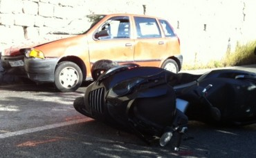 Muore dopo un incidente, spariscono casco e portafogli: denuncia dei genitori