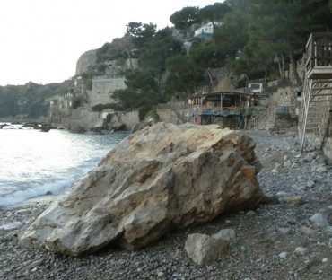 Nerano, il WWF denuncia la demolizione di scogli sulla spiaggia