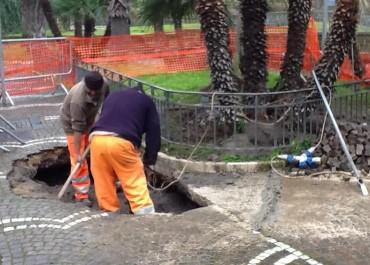Via Correale, operai a lavoro