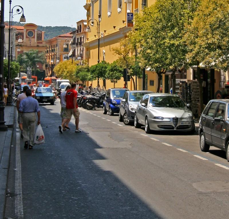 Rifacimento segnaletica, stop a transito e sosta sul corso Italia