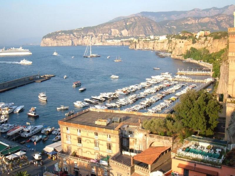 A Sorrento il turismo non conosce crisi: stagione 2013 con più ...