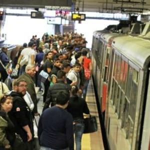Ruba trolley a turista sul treno per Sorrento, minore denunciato
