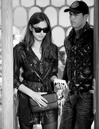 Un pomeriggio di shopping a Madrid con la fidanzata per Cristiano Ronaldo