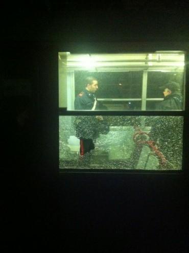 Sasso contro il treno diretto a Sorrento, due feriti