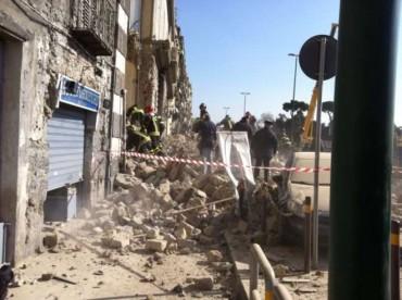 Crolla palazzo alla Riviera di Chiaia