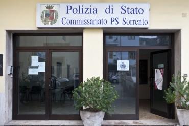 La procura ha inviato gli avvisi di conclusione indagini ai tre agenti del commissariato sorpresi a casa a dormire durante il turno di notte