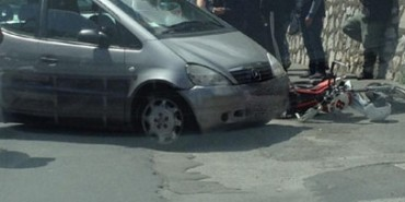 Incidente a Piano, coinvolta una vettura e un motard