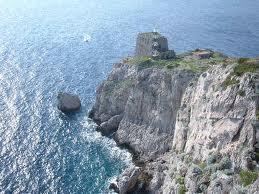 Coppia di turisti si smarrisce a Punta Campanella: Ritrovati su uno spuntone di roccia