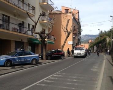 Tamponamento sul corso Italia con tre auto ed uno scooter coinvolti: due feriti e traffico interrotto
