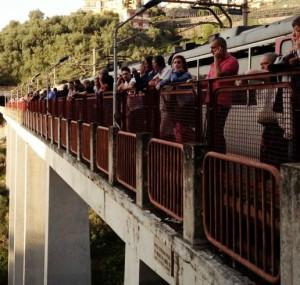 Ragazza si lancia dal ponte di Seiano