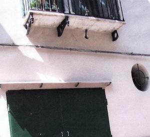 Meta, balcone a rischio crollo a via Santa Lucia