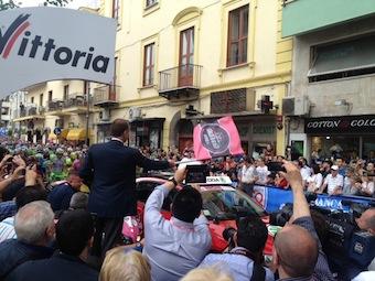 """Sul free press """"Mr Magazine"""" la foto della partenza del Giro d'Italia da Sorrento"""