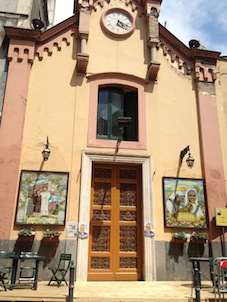 Manifesti elettorali affissi sulla chiesa di San Biagio