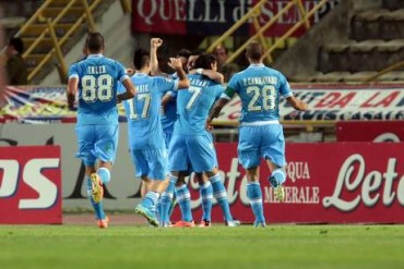 Il Napoli travolge il Bologna e vola in champions