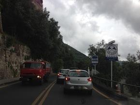 Problema traffico, arriva il mal tempo ed è subito caos sulla Statale 145