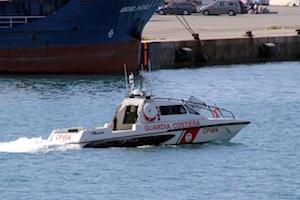 La capitaneria mette in salvo un'imbarcazione in avaria con 6 bambini a bordo