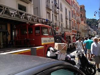 Fuga di gas e principio d'incendio in una abitazione del centro di Sorrento