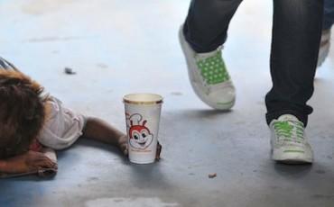 Accattonaggio ed artisti di strada, è bufera in Comune