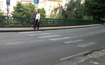 Incidente lungo via Capo, travolti turisti che attraversavano sulle strisce pedonali