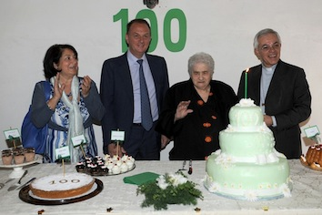 Sorrento. Grande festa per i 100 anni di nonna Antonietta