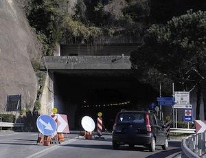 Da martedì scattano le nuove chiusure notturne dei tunnel della Statale Sorrentina