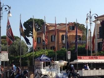 Nuove bandiere per il belvedere di piazza Tasso