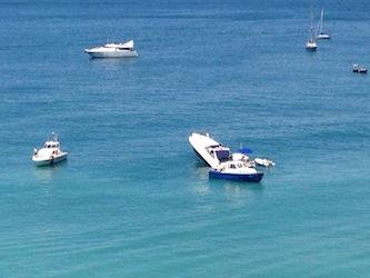 Yacht cola a picco a Meta, a bordo polacchi ubriachi