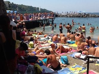 Aumentano i controlli della polizia alla spiaggia di San Francesco