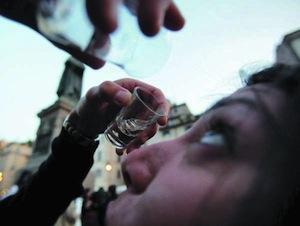 Il nuovo sballo è la vodka negli occhi