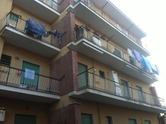 Incendio di bombole di gas in una casa, i carabinieri salvano la proprietaria rimasta intrappolata