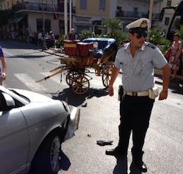 Cavallo imbizzarrito sul Corso Italia, tutti i particolari di una tragedia sfiorata