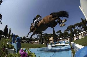 """""""Galà equestre degli angeli senza ali"""", salti, esercizi  ed acrobazie in sella ai cavalli"""