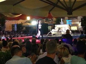 La moda conquista Vico Equense, in centinaia per assistere alla sfilata in piazza