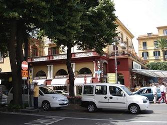 """Turista infuriato: """"Ho pagato 25 euro per una corsa di meno di un chilometro"""""""