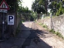 Sequestrato un parcheggio al vico Rota, il Comune: nessuna delle aree stagionali è autorizzata