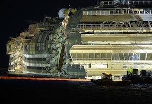 La Concordia sarà smantellata in Turchia, delusione nei porti di Castellammare e Napoli