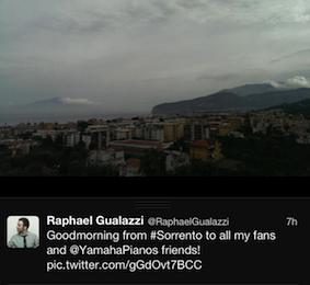 Da Sorrento il cantautore Raphael Gualazzi saluta i suoi fans su twitter
