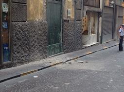 Crolla cornicione paura nel centro di Sorrento