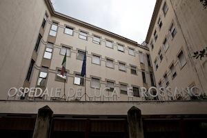 Arrestato dopo 6 mesi il finto medico che rubò all'ospedale di Vico Equense