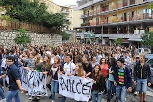 Protesta degli studenti a Sorrento contro i tagli all'istruzione ed i disservizi del trasporto pubblico