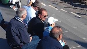 Il Sorrento vince il derby in casa con l'Arzanese, mentre gli ultras contestano il sindaco Cuomo